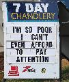 Così povero da non potersi permettere di prestare attenzione