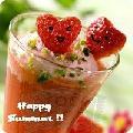 Immagine sorriso Drink con dolci fragole a forma di cuore con disegnato un bel sorriso
