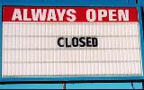 Immagine sempre Insegna sempre aperto con scritto chiuso