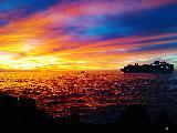 Immagine luce Nave da crociera su mare illuminato da luce al tramonto