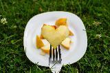Immagine momento Pezzettino di mela a forma di cuore per un momento di dolcezza