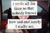 Immagine sempre Ragazza che sorride sempre cosicché nessuno sappia quanto triste e sola sia