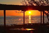 Immagine visto Tramonto visto da esterno di ristorante sulla spiaggia