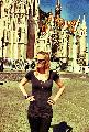 Immagine braccia Turista con braccia ai fianchi a Budapest in Ungheria davanti a chiesa